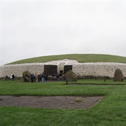Brú Na Bóinne Neolithic Site (County Meath, Ireland)